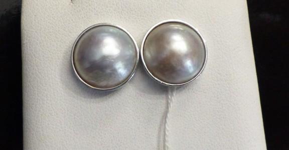 B oreilles or jaune et émaux. Travail XIX pour les pendants .Hauteur: 5,5 cm.   Prix demandé: 1 100 euros.